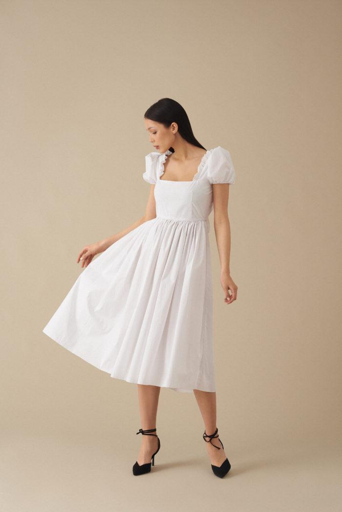 Sukienka z bufiastymi rękawami Amia – biała