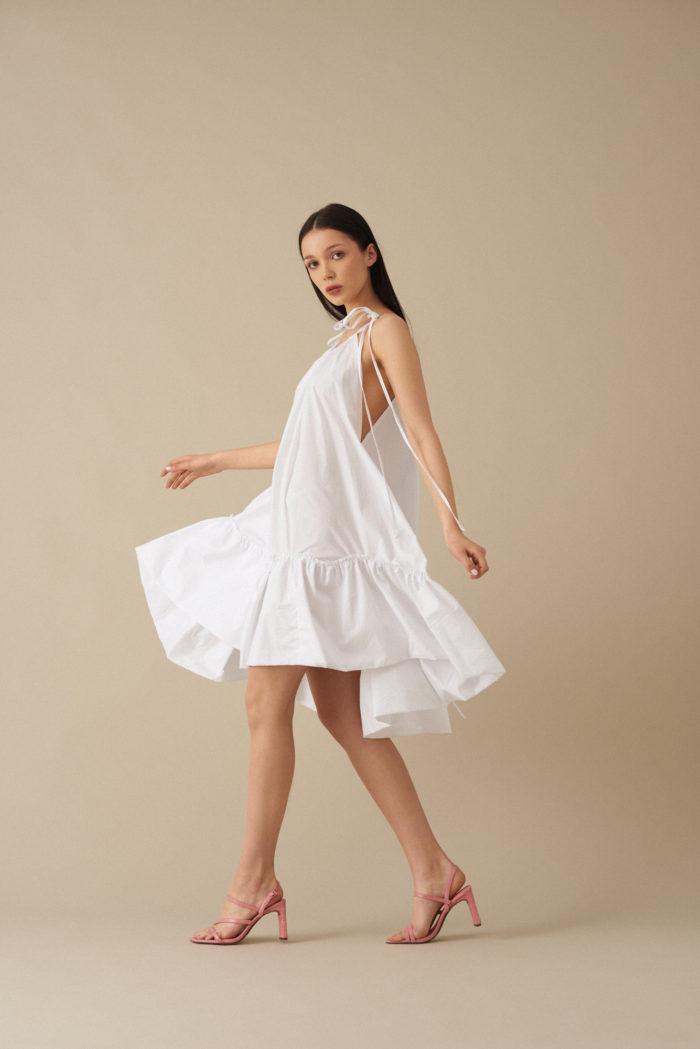 Prywatny: Rozkloszowana sukienka z falbaną Betty – biała