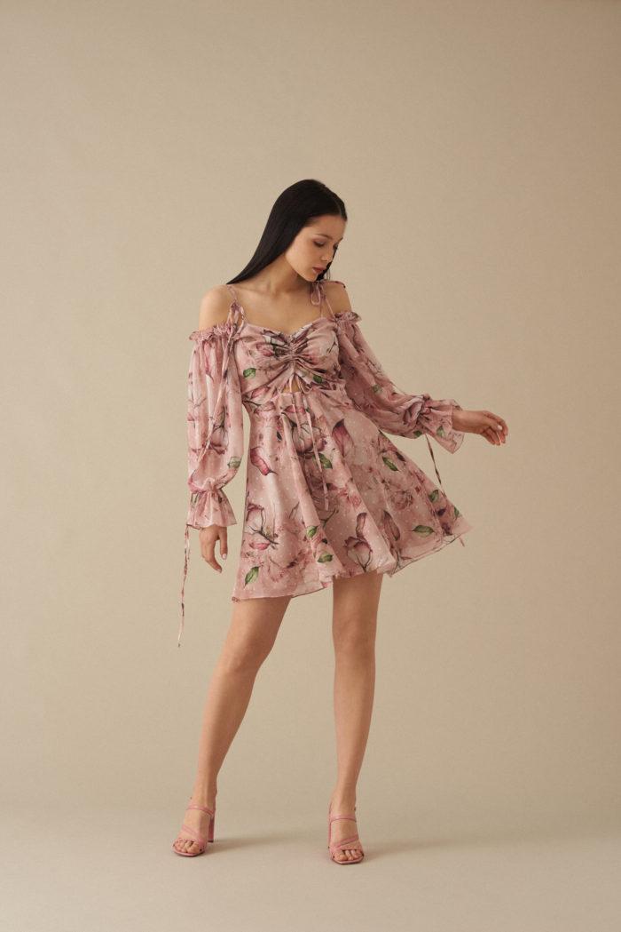 Krótka sukienka w print róże Delia