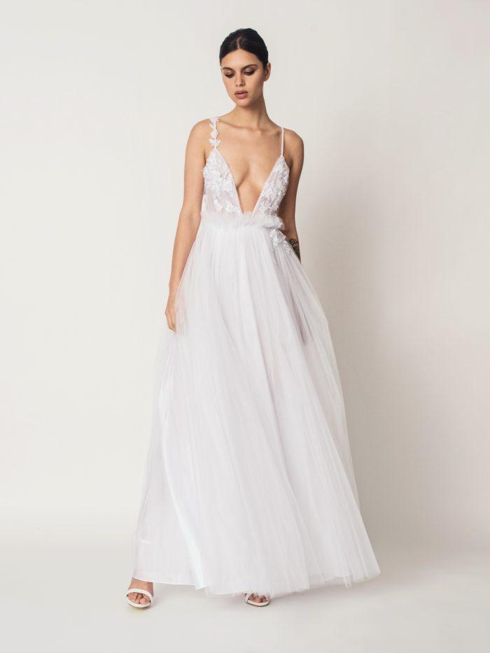 Suknia ślubna z głębokim dekoltem Elodie