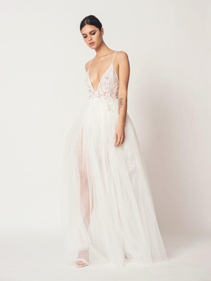 Suknia ślubna z głębokim dekoltem Diana